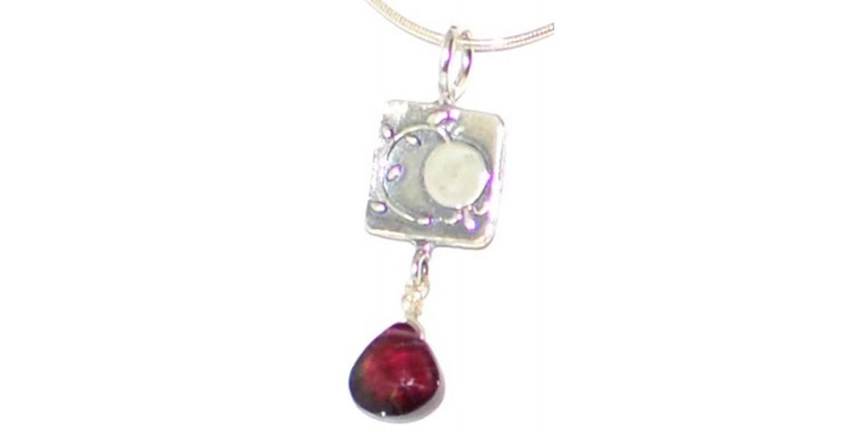 Israeli Necklace With Faceted Garnet Gemstones