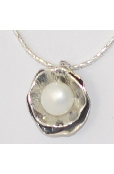 Silver Flower Pedals With Pearl Centerpiece Necklace